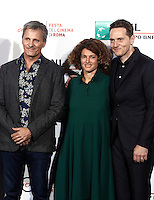 "L'attore statunitense Viggo Mortensen (s) la produttice italiana Ginevra Elkann ed il regista statunitense Matt Ross (d) posano durante un photocall per la presentazione del film ""Captain Fantastic"" al Festival Internazionale del Film di Roma, 17 ottobre 2016.<br /> U.S. actor Viggo Mortensen (l) italian producer Ginevra Elkann and U.S. director Matt Ross (r) pose for a photocall to present the movie ""Captain Fantastic"" during the international Rome Film Festival at Rome's Auditorium, 17 October 2016..<br /> UPDATE IMAGES PRESS/Isabella Bonotto"
