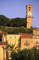 France/06/Alpes-Maritimes/Cannes: Le Suquet, maisons et église Notre-Dame de l'Espérance XVIIème siècle