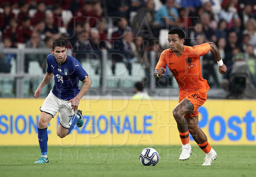 International friendly football match Italy vs The Netherlands, Allianz Stadium, Turin, Italy, June 4, 2018. <br /> Netherlands' Memphis Depay (r) in action with Italy's Jorginho (l) during the international friendly football match between Italy and The Netherlands at the Allianz Stadium in Turin on June 4, 2018.<br /> UPDATE IMAGES PRESS/Isabella Bonotto