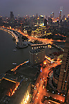 Asie, Chine, Shanghai, le Bund et la rivière Huangpu de nuit//Asia, China, Shanghai, the Bund and Huangpu river at night