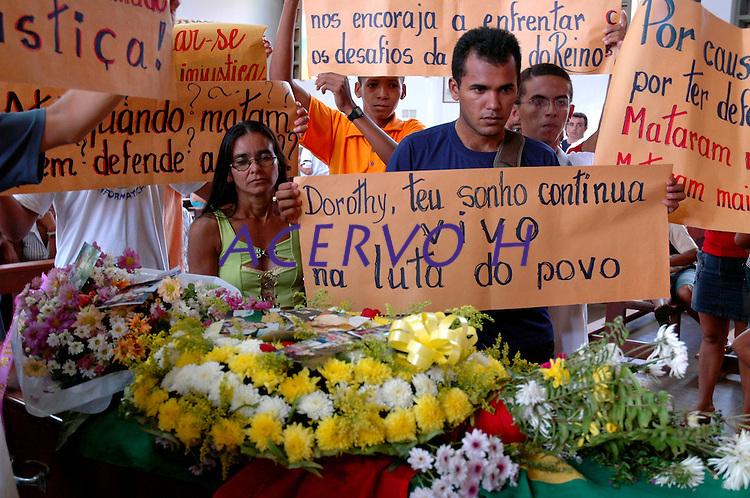 O corpo da missionária americana é velado na cidade de  Altamira , antes de ser levado para Anapú para ser enterrado.Altamira, Pará, Brasil<br /> 14/02/2005<br /> Foto Paulo Santos