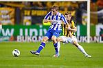 Nederland, Arnhem, 6 oktober 2012.Eredivisie.Seizoen 2012-2013.Vitesse-SC Heerenveen.Alfred Finnbogason (l.) van SC Heerenveen en Jan-Arie van der Heijden van Vitesse strijden om de bal.
