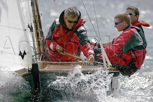 2 August 2006: Class X boats sailing during Skandia Cowes Week on The Isle of Wight. Photo: Leo Mason/actionplus...sailing yacht yachting sail 060802 sailor teamwork