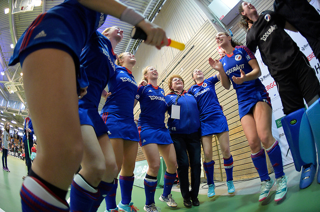 GER - Luebeck, Germany, February 07: Players of Mannheimer HC celebrate after winning the shootout during the 1. Bundesliga Damen indoor hockey final match at the Final 4 between Mannheimer HC (blue) and Duesseldorfer HC (white) on February 7, 2016 at Hansehalle Luebeck in Luebeck, Germany. Final score 6-4 after shootout. (Photo by Dirk Markgraf / www.265-images.com) *** Local caption ***