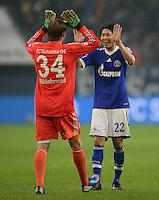 FUSSBALL   1. BUNDESLIGA   SAISON 2012/2013    25. SPIELTAG FC Schalke 04 - Borussia Dortmund                         09.03.2013 Schalker Schlussjubel: Torwart Timo Hildebrand (li) und Atsuto Uchida (re, beide FC Schalke 04)