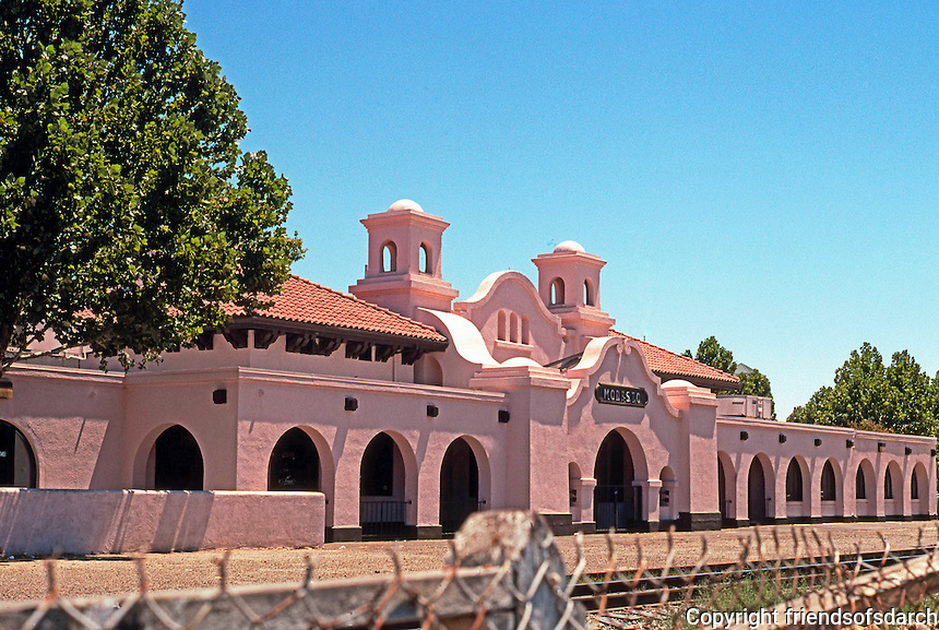 Mission RR Stations: The Southern Pacific Station, Modesto. (Astonishingly, not included in Gebhard & Winter!) Photo 2000.