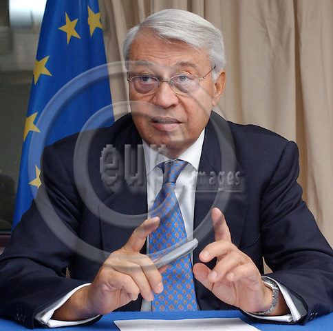 Brussels-Belgium - September 09, 2004---Aldo AJELLO, Italian, since March 1996 the Special Representative of the European Union for the Great Lakes Region; during a press briefing at the 'Justus Lipsius', seat of the Council of the European Union in Brussels---Photo: Horst Wagner/eup-images