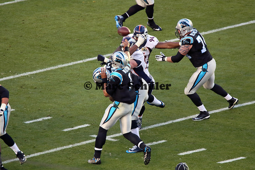 Pass von QB Cam Newton (Panthers) - Super Bowl 50: Carolina Panthers vs. Denver Broncos