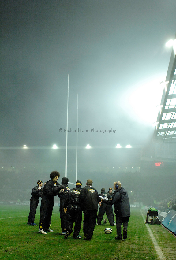 Photo: Richard Lane..Northampton Saints v London Wasps. Guinness Premiership. 22/12/2006. .Wasps players warm up.