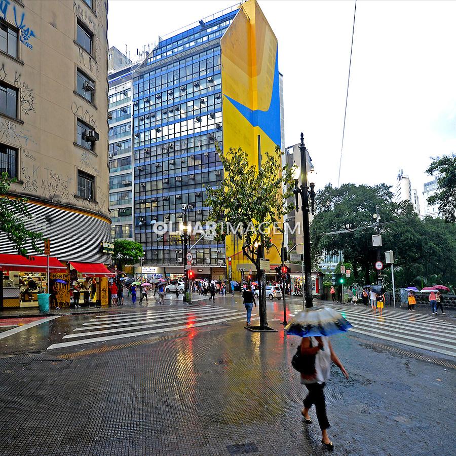 Predio com mural de Tomie Ohtake. Sao Paulo. 2015. Foto de Juca Martins.
