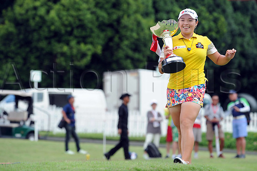 06.03.2016. Singapore.  South Korean player Jang Ha Na celebrates with the trophy after winning the HSBC Womens Champions held at Singapores Sentosa Golf Club on March 6, 2016.