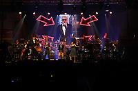 Erfelden 23.11.2018: Auftritt der Big Band der Bundeswehr in der Gro&szlig;sporthalle<br /> Die S&auml;ngerinnen Susan Albers (l.) und Jemma Endersby singen mit Marco Matias die Hits von Roger Cicero uns treten mit der Big Band der Bundeswehr auf<br /> Foto: Vollformat/Marc Sch&uuml;ler, Sch&auml;fergasse 5, 65428 R'eim, Fon 0151/11654988, Bankverbindung KSKGG BLZ. 50852553 , KTO. 16003352. Alle Honorare zzgl. 7% MwSt.
