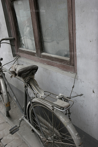 Obligatory hutong bike shot.