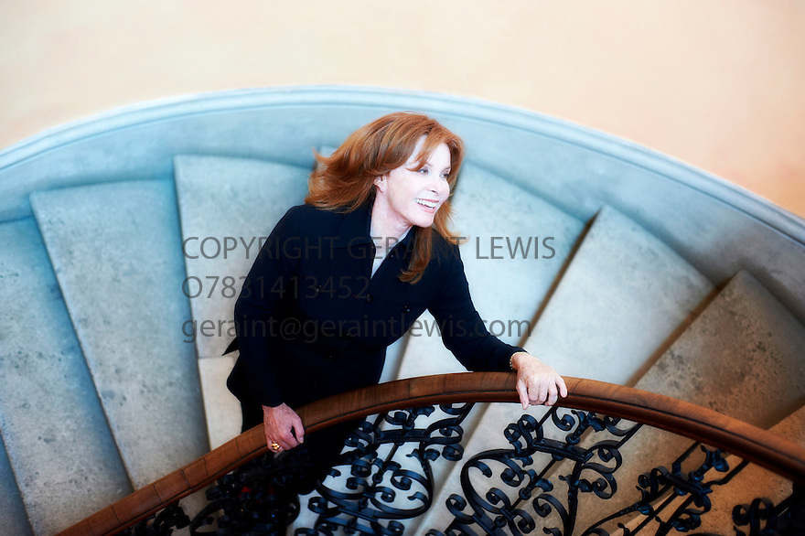 Stephanie Powers,actress at The Oxford Literary Festival 2011 in Christchurch,  Oxford UK. CREDIT Geraint Lewis