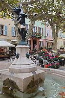 Europe/Provence-Alpes-Côte d'Azur/83/Var/Massif des Maures/Collobrières: Fontaine sur la place du village - Place de la Libération