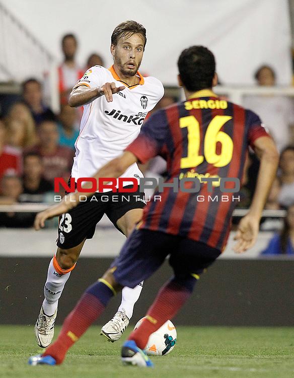 Valencia's Sergio Canales (l) and FC Barcelona's Sergio Busquets during La Liga match.September 1,2013. Foto © nph / Acero)