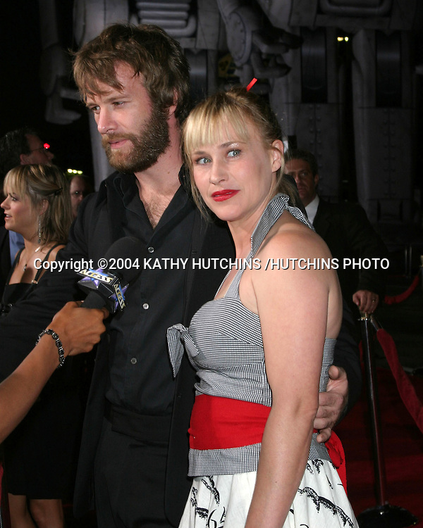 ©2004 KATHY HUTCHINS /HUTCHINS PHOTO.SKY CAPTAIN AND THE WORLD OF TOMORROW PREMIERE.HOLLYWOOD, CA.SEPTEMBER 14, 2004..THOMAS JANE.PATRICIA ARQUETTE.