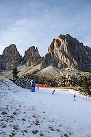 Italy, South Tyrol (Trentino-Alto Adige), above Val Gardena: skiing is only possible due to many snow guns as here below Sasso Lungo mountain at Sella Pass   Italien, Suedtirol (Trentino-Alto Adige), oberhalb von Groeden: Skifahren ist nur Dank der Schneekanonen moeglich wie hier unterhalb des Langkofels an der Sella-Joch-Passstrasse