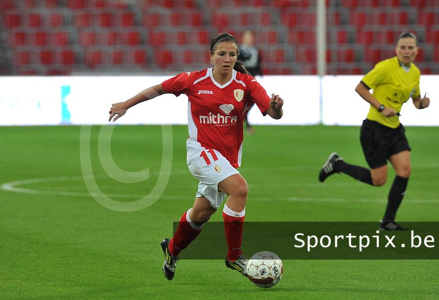 UEFA Women's Champions League: Standard de Liege v Turbine Potsdam ; Round of 32, First leg - 26/09/2012 - 19:00 CET - Stade Maurice Dufrasne - Liege :.Vanity Lewerissa aan de bal .foto JOKE VUYLSTEKE / Vrouwenteam.be