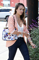 Peachy: Jessica Alba wore a summerly blazer combined with a floral print bag and skinny jeans while arriving at an office in Culver City. Los Angeles, California on 2.8.2012..Credit: Vida/face to face /MediaPunch Inc. ***FOR USA ONLY*** ***Online Only for USA Weekly Print Magazines*** /NortePhoto.com<br /> <br /> **SOLO*VENTA*EN*MEXICO**<br /> **CREDITO*OBLIGATORIO** <br /> *No*Venta*A*Terceros*<br /> *No*Sale*So*third*<br /> *** No Se Permite Hacer Archivo**<br /> *No*Sale*So*third*