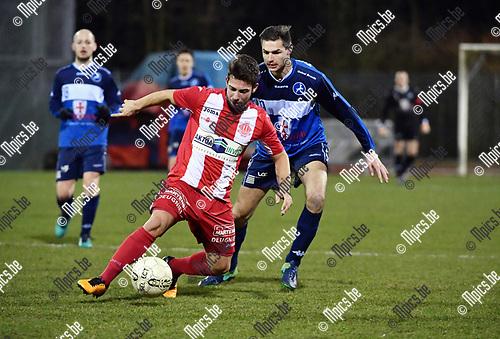 2018-02-24 / Voetbal / Seizoen 2017-2018 / KFC Turnhout - Hoogstraten VV / Eloy Smet (Hoogstraten) met Jelle Schijvenaars in de rug<br /> <br /> ,Foto: Mpics.be