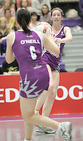 04 MAY 2007 - LOUGHBOROUGH, UK - Olivia Murphy passes to Charlotte O'Neill - Loughborough Lightning (Purple) v Northern Thunder (Yellow). (PHOTO (C) NIGEL FARROW)
