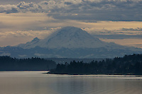 Mount Rainier as seen from I-5 bridge ver Lake Washington - Washington State