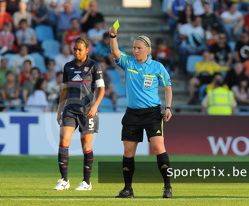 Uefa Women 's Champions League Final 2010 at  Coliseum Alfonso Perez in Getafe , Madrid : Olympique Lyon - Turbine Potsdam : Kirsi Heikkinen met de gele kaart.foto DAVID CATRY / Vrouwenteam.be