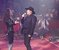 Edith Marquez y Sergio Goyri durante su concierto en el palenque de la Feria de Leon Guanajuato el 16 de Enero del 2014..<br /> (*Foto:TiradorTercero/NortePhoto*)