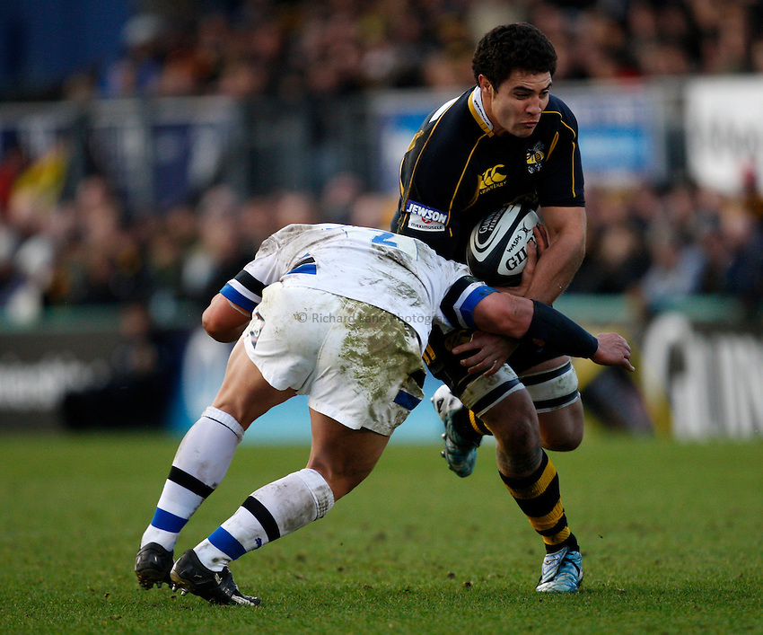 Photo: Richard Lane/Richard Lane Photography..London Wasps v Bath Rugby. Guinness Premiership. 29/12/2007. .Wasps' Dan Leo attacks.