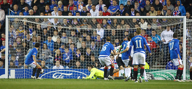 Lee McCulloch puts the ball past Allan McGregor for Unirea's second goal