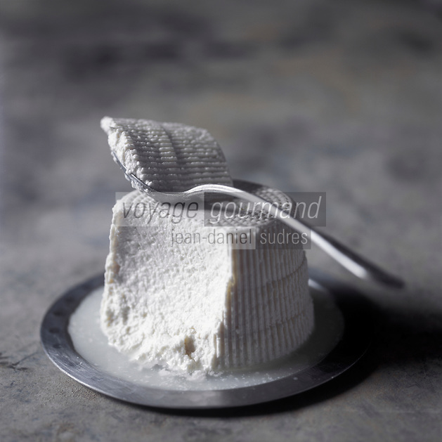 Europe/France/2A/Corse du Sud: Le Bruccio fromage frais de Brebis ou de Chêvre AOC Broccio -Stylisme Valérie Lhomme //  France, Corse du Sud, traditional broccio cheese