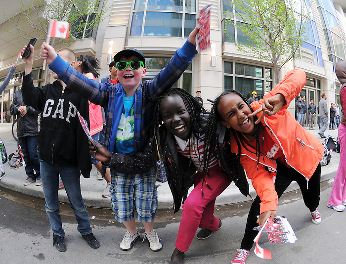Calgary, AB - June 6 2014 - Young fans show their support during the Celebration of Excellence Parade of Champions. (Photo: Matthew Murnaghan/Canadian Paralympic Committee)