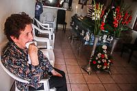 Francisca Duarte Medina de 75 años vela a su hijo en casa de la colonia Jesus Garcia después de que murió por suicidio a causa de ahocamiento en los separos de la policia de la comandancia norte, espera una lógica respuesta de lo sucedido  bajo custodia de la policia, Cruz Alberto Moras Duarte tenia 24 años