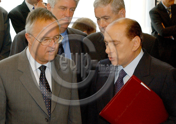 Brussels-Belgium - July 05, 2004---Meeting of the 'EUROGROUP'  at the 'Justus Lipsius', seat of the Council of the European Union in Brussels; here, Hans EICHEL (le), German Federal Minister of Finance, with Silvio BERLUSCONI (ri), Italian Prime Minister and representing/replacing his Minister of Finance (Giulio Tremonti resigned/been dismissed on the eve of the meeting)---Photo: Horst Wagner/eup-images