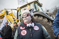 """Zehntausende Menschen demonstrierten am Samstag den 20. Januar 2018 in Berlin unter dem Motto """"Wir haben es satt"""" fuer eine Wende in der Argrapolitik. Sie fordern u.a. ein Verbot des Pestizid Glyphosat sowie eine Abkehr von der umweltschaedlichen Fleischindustrie.<br /> 20.1.2018, Berlin<br /> Copyright: Christian-Ditsch.de<br /> [Inhaltsveraendernde Manipulation des Fotos nur nach ausdruecklicher Genehmigung des Fotografen. Vereinbarungen ueber Abtretung von Persoenlichkeitsrechten/Model Release der abgebildeten Person/Personen liegen nicht vor. NO MODEL RELEASE! Nur fuer Redaktionelle Zwecke. Don't publish without copyright Christian-Ditsch.de, Veroeffentlichung nur mit Fotografennennung, sowie gegen Honorar, MwSt. und Beleg. Konto: I N G - D i B a, IBAN DE58500105175400192269, BIC INGDDEFFXXX, Kontakt: post@christian-ditsch.de<br /> Bei der Bearbeitung der Dateiinformationen darf die Urheberkennzeichnung in den EXIF- und  IPTC-Daten nicht entfernt werden, diese sind in digitalen Medien nach §95c UrhG rechtlich geschuetzt. Der Urhebervermerk wird gemaess §13 UrhG verlangt.]"""