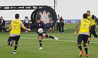 SAO PAULO, SP, 31 DE JANEIRO DE 2012.O jogador Alex durante Treino do Corinthians no CT Joaquim Grava   - Cangaíba, São Paulo,Brasil(FOTO: ADRIANO LIMA - NEWS FREE)