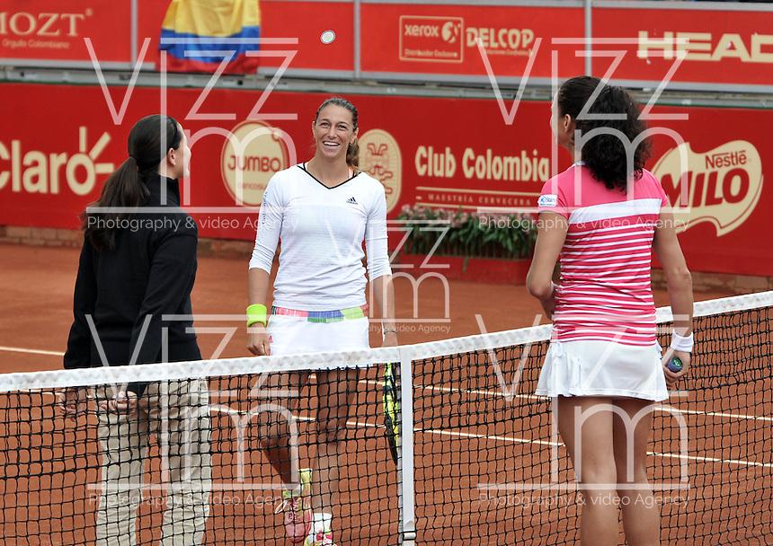 BOGOTA - COLOMBIA - 13-04-2016: Marina Duque de Colombia y Amra Sadikovic de Suiza, durante partido por el Claro Colsanitas WTA, que se realiza en el Club El Rancho de Bogota. / Marina Duque of Colombia and Amra Sadikovic of Switzerland, during a match for the WTA Claro Colsanitas, which takes place at Club El Rancho de Bogota. Photo: VizzorImage / Luis Ramirez / Staff
