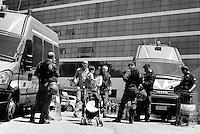 Roma, 29 Maggio 2015<br /> La polizia sgombera le famiglie che avevano occupato ieri il palazzo di vetro in  via Cristoforo Colombo dove ha sede il centro direzionale di confcommercio.<br /> Famiglie lasciano lo stabile passando tra lo schieramento della polizia.<br />  mamma con figlio