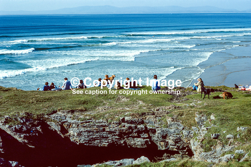 Tullan Strand, Donegal Bay, Bundoran, Co Donegal, Rep of Ireland, 19790164e..Copyright Image from Victor Patterson, 54 Dorchester Park, Belfast, UK, BT9 6RJ..Tel: +44 28 9066 1296.Mob: +44 7802 353836.Voicemail +44 20 8816 7153.Skype: victorpattersonbelfast.Email: victorpatterson@me.com.Email: victorpatterson@ireland.com (back-up)..IMPORTANT: If you wish to use this image or any other of my images please go to www.victorpatterson.com and click on the Terms & Conditions. Then contact me by email or phone with the reference number(s) of the image(s) concerned.