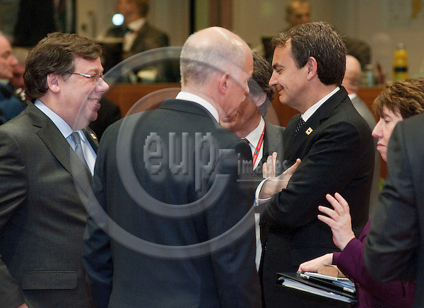 Brussels-Belgium - February 04, 2011 -- European Council, EU-summit under Hungarian Presidency, a one-day-meeting on 'Energy'; here, Brian COWEN (le), The Taoiseach - Prime Minister of Ireland; Georgios PAPANDREOU (ce), Prime Minister of Greece; José Luis Rodríguez ZAPATERO (Jose, Rodriguez) (ri), Prime Minister of Spain -- Photo: Horst Wagner / eup-images