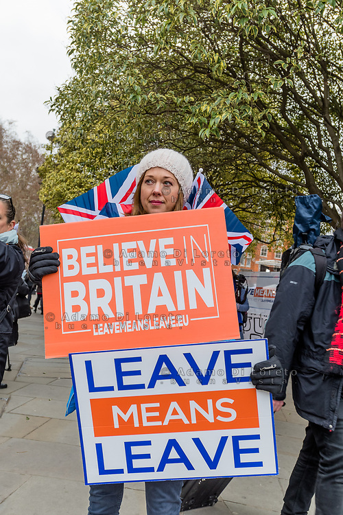 LONDON, ENGLAND - JANUARY 15:  Pro Brexit supporters hold up a placards on January 15, 2019 in London, England. Theresa May's Brexit deal finally reaches the House of Commons this evening and MPs will begin voting on it at 7pm. The Prime Minister has consistently said her's is the only deal that Brussels will entertain and urged support from Parliament to avoid the UK crashing out of the European Union with no deal. Photo Adamo Di Loreto