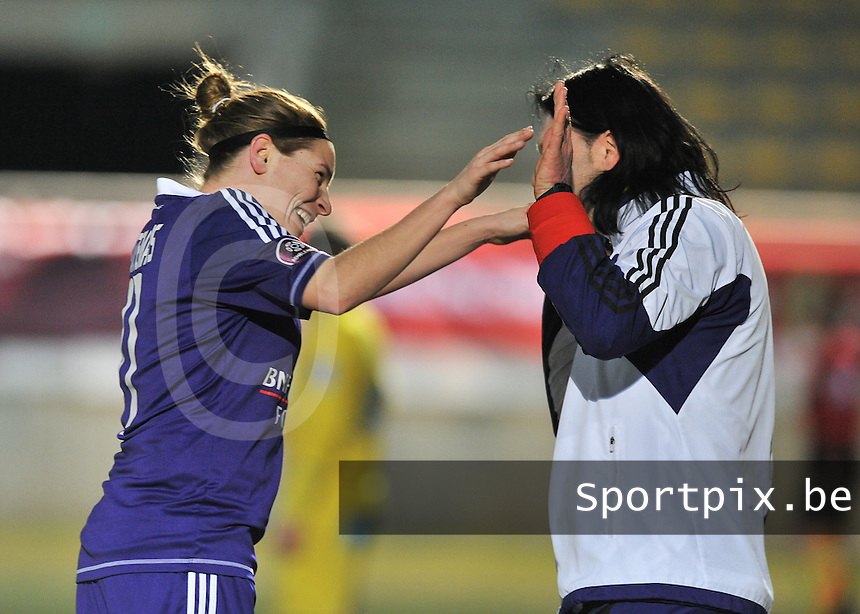 Waasland Beveren Sinaai Girls - RSC Anderlecht : Anne Puttemans (links) en Filip De Winne.foto DAVID CATRY / Nikonpro.be