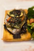 Europe/France/Bretagne/56/Morbihan/Vannes: Pissaladière de dorade à la tapenade d'olives noires -  Restaurant: Rive Gauche,