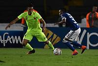 BOGOTÁ - COLOMBIA, 02–05-2018: J Salazar (Der.) jugador de Millonarios disputa el balón con Daniel Londoño (Izq.) jugador de Envigado F. C., durante partido aplazado de la fecha 16 entre Millonarios y por la Liga Aguila I 2018, jugado en el estadio Nemesio Camacho El Campin de la ciudad de Bogotá. / J Salazar (R) player of Millonarios vies for the ball with Daniel Londoño (L) player of Envigado F. C., during a posponed match of the 16th date between Millonarios and Envigado F. C., for the Liga Aguila I 2018 played at the Nemesio Camacho El Campin Stadium in Bogota city, Photo: VizzorImage / Luis Ramírez / Staff.