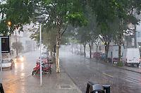 CURITIBA, PR, 04.02.2014 – CLIMA TEMPO /CURITIBA -  Depois de uma semana com temperatura acima de 30º C, choveu na tarde dessa terça-feira(04), em Curitiba.(FOTO: PAULO LISBOA  / BRAZIL PHOTO PRESS)