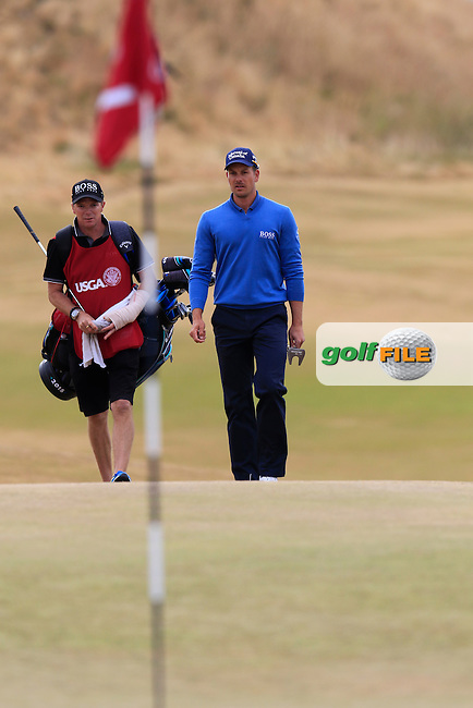 Henrik STENSON (SWE) and caddy Gareth Lord walk onto the 1st green during Thursday's Round 1 of the 2015 U.S. Open 115th National Championship held at Chambers Bay, Seattle, Washington, USA. 6/18/2015.<br /> Picture: Golffile | Eoin Clarke<br /> <br /> <br /> <br /> <br /> All photo usage must carry mandatory copyright credit (&copy; Golffile | Eoin Clarke)