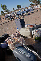 Tunisie Camp UNHCR de refugies libyens a la frontiere entre Tunisie et Libye ....Tunisia UNHCR refugees camp  Tunisian and Libyan border   valigie e rifugiati