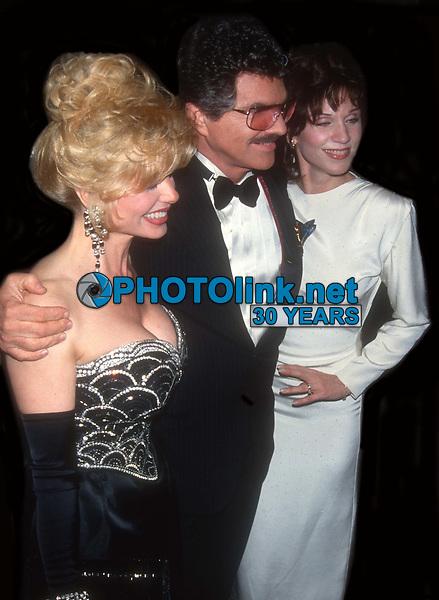 Lonnie Anderson Burt Reynolds Marilu Henner 1993<br /> Photo By John Barrett/PHOTOlink