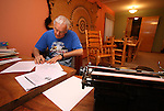 EUREKA, SD - OCTOBER 10, 2007: Al Neuharth, founder of USA Today and the Freedom Forum, works on finishing his column from his desk of the home he was born in, in Eureka, SD. (Photo by Dave Eggen/Inertia/Freedom Forum)